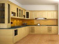 Mẫu tủ bếp sản xuất từ gỗ sồi Nga mang tính chống thấm tốt.