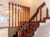 Mẫu cầu thang làm từ gỗ sang trọng