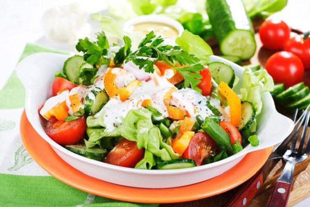 Salad rau củ giúp làm giảm mỡ bụng
