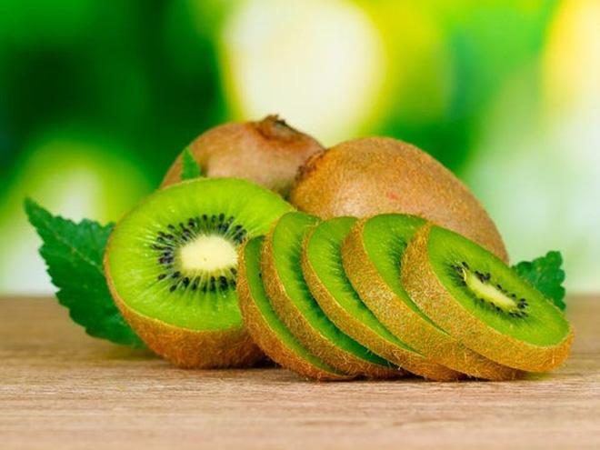 Kiwi chứa khá nhiều chất chống oxy hóa, vitamin và khoáng chất có lợi cho cơ thể