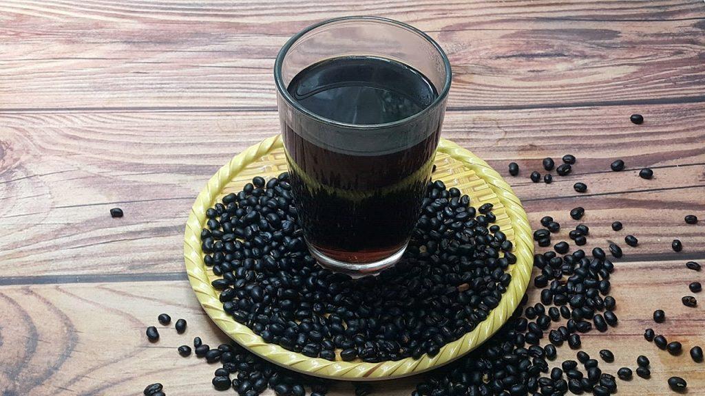 Giảm cân bằng phương pháp uống nước đậu đen