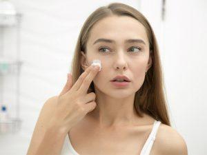 Những nguyên nhân dẫn đến mụn ẩn dưới da