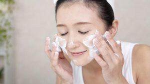 Lạm dụng mỹ phẩm là nguyên nhân dẫn đến mụn ẩn dưới da