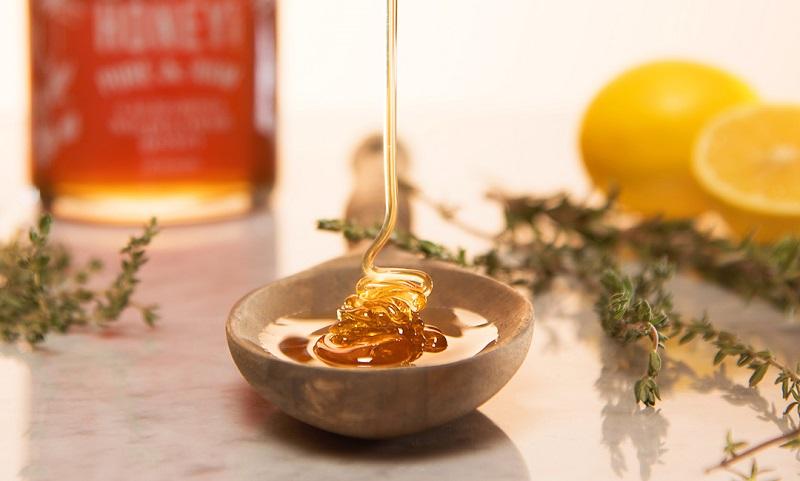 Tẩy da chết môi bằng mật ong tại nhà cực hiệu quả